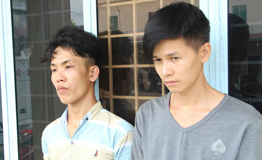 Mang dao từ Tiền Giang đến An Giang đòi nợ thuê - Ảnh 1.