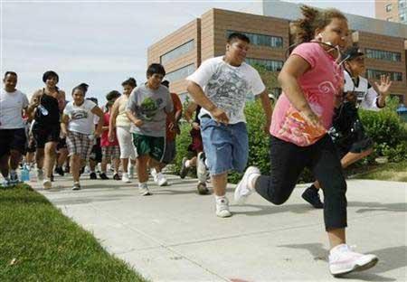 Trẻ béo phì dễ bị ung thư kết tràng và trực tràng khi lớn - Ảnh 1.