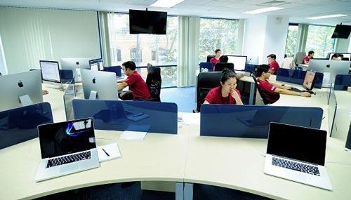 """Kỹ sư lập trình là ngành """"hot"""" hiện nay với mức lương dao động từ 1.300- 2.000 USD/tháng"""