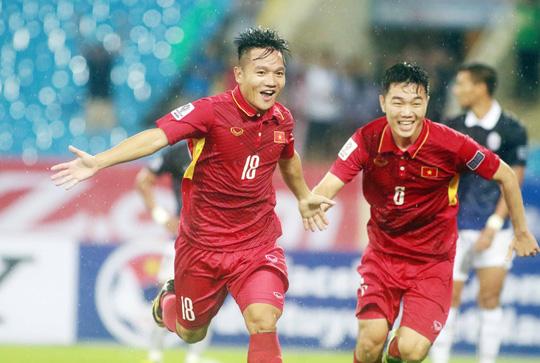 BXH FIFA tháng 10: Việt Nam bỏ xa Thái Lan 17 bậc - Ảnh 1.