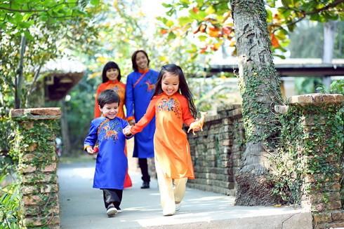 Cả gia đình trong tà áo dài