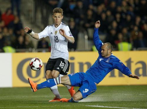 Azerbaijan chống trả quyết liệt trước nhà vô địch World Cup