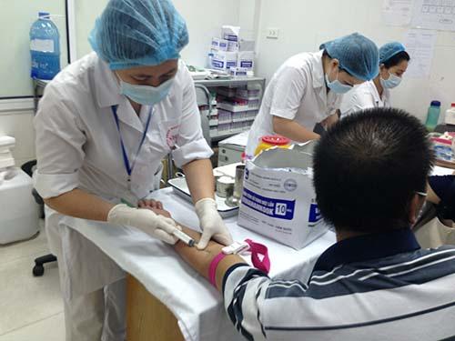 Xét nghiệm cho bệnh nhân tại Bệnh viện Bệnh nhiệt đới trung ương