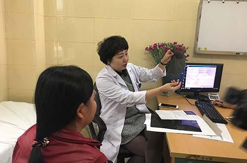 Khám và tư vấn cho bệnh nhân ung thư vú tại Bệnh viện K trung ương