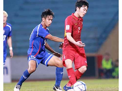 Xuân Trường (phải) cần đội tuyển làm điểm tựa để có thể ghi điểm trước các HLV của Gangwon Ảnh: Hải Anh