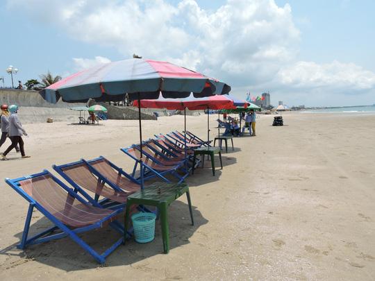 Vũng Tàu: Đang chụp hình trên bãi biển thì bị sét đánh - Ảnh 1.