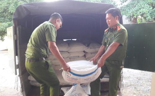 Thu giữ 3.000 kg đường nhập lậu từ Lào - Ảnh 1.