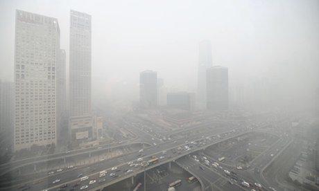 Bụi mù dày đặc bao phủ thủ đô Bắc Kinh - Trung Quốc. Ảnh: Guardian