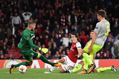 Sanchez lập siêu phẩm, Arsenal ngược dòng hạ đẹp Cologne - Ảnh 7.