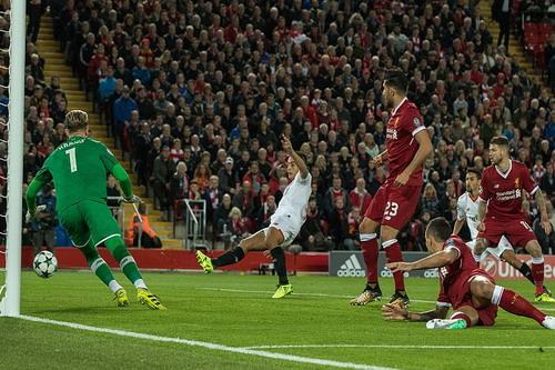 Công làm thủ phá, Liverpool mất thắng ở Anfield - Ảnh 2.
