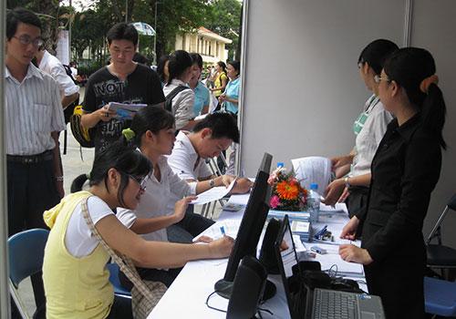 Tìm kiếm việc làm cho người thất nghiệp - Ảnh 1.