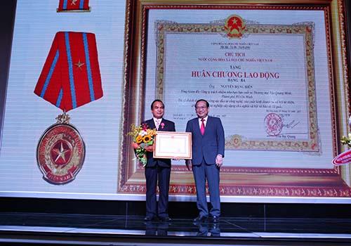 Ông Nguyễn Đặng Hiến, Tổng Giám đốc Bidrico, nhận Huân chương Lao động hạng ba của Chủ tịch nước trao tặng