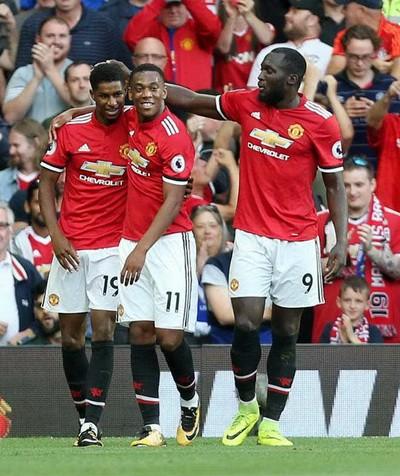 Man United lục đục, cầu thủ công khai bật Mourinho - Ảnh 2.