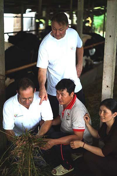 Nông dân chăn nuôi bò sữa được học hỏi kinh nghiệm nước ngoài - Ảnh 2.