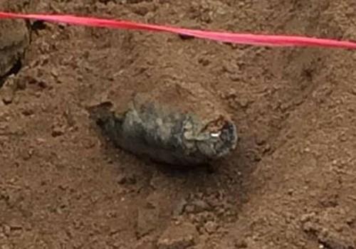 Tá hỏa đào phải quả bom lớn ở trường mầm non - Ảnh 2.