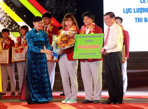 TP HCM khen thưởng hơn 2,2 tỉ cho HLV-VĐV SEA Games 2017 - Ảnh 6.