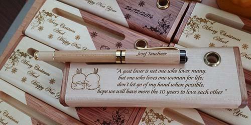 Bút gỗ khắc tên là một sản phẩm độc, lạ... được rao bán trên mạng Ảnh:SD