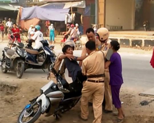 Tăng mức xử phạt vi phạm an toàn giao thông để răn đe - Ảnh 1.