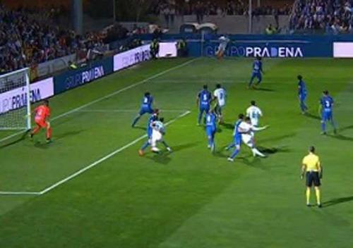 Trọng tài giúp phạt đền, Real Madrid chờ vé tứ kết Cúp Nhà vua - Ảnh 3.