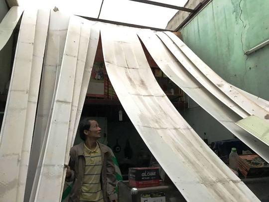 Ảnh hưởng bão số 14, nhiều nơi ở TP HCM thiệt hại nặng - Ảnh 5.