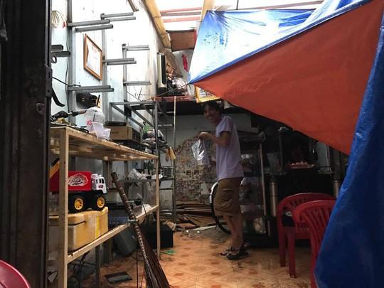 Ảnh hưởng bão số 14, nhiều nơi ở TP HCM thiệt hại nặng - Ảnh 6.
