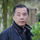 """Bìa tập truyện ngắn """"Bóng làng"""" và nhà văn Trần Quốc Quân"""