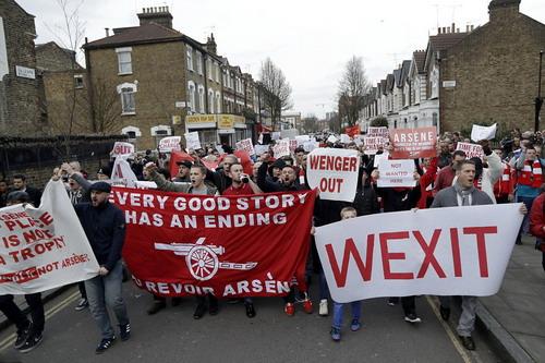 CĐV Arsenal xuống đường đòi Wenger ra đi