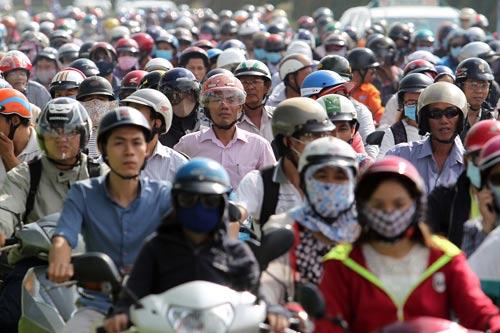 TP HCM đang thực hiện nhiều giải pháp đồng bộ để kéo giảm ùn tắc giao thông Ảnh: HOÀNG TRIỀU