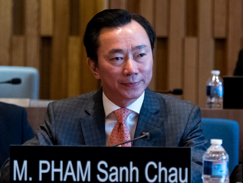 Đại sứ Phạm Sanh Châu phát biểu mở đầu buổi phỏng vấn và sẵn sàng lắng nghe câu hỏi