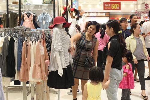 Bán lẻ là lĩnh vực được các doanh nghiệp Nhật tại Việt Nam đẩy mạnh đầu tư thời gian qua Ảnh: Hoàng Triều