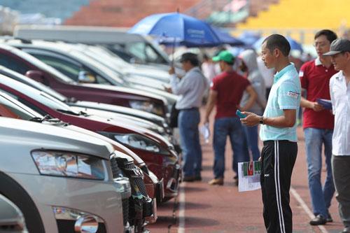 Nhiều người mua ô tô cũ để cho thuê trong dịp TếtẢnh: Hoàng Triều