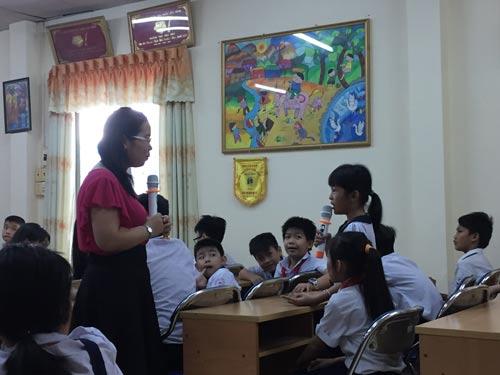 Giờ dạy kỹ năng chống xâm hại của cô Thu Hà tại Trường Tiểu học Phú Thọ Hòa Ảnh: Đặng Trinh