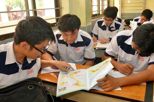 Học sinh tại TP HCM ôn thi môn địa lý Ảnh: Tấn Thạnh