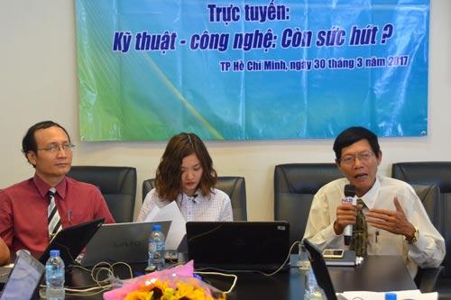 Các chuyên gia trả lời trực tuyến, được phát sóng trực tiếp trên Người Lao Động Media Ảnh: Tấn Thạnh