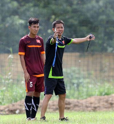 HLV Hoàng Anh Tuấn lo không đủ quân giỏi trong đợt tập trung chuẩn bị cho VCK U20 World Cup. Ảnh: Hải Anh