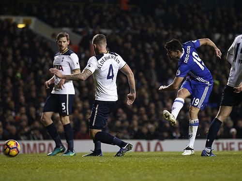 Nếu Diego Costa không bùng nổ, Chelsea khó tạo được bất ngờ trước Tottenham đêm 22-4 Ảnh: REUTERS