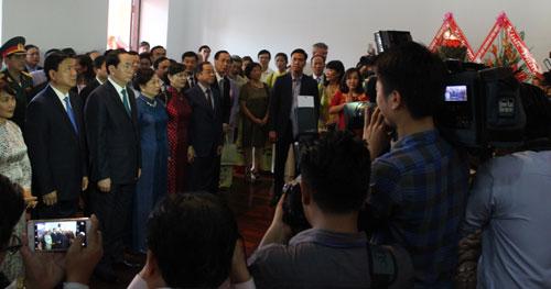 Kiều bào cùng lãnh đạo Bộ Ngoại giao và TP HCM trong buổi gặp mặt