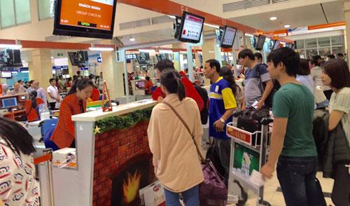 Hành khách khi mua vé máy bay chỉ mong muốn có một hành trình an toàn Ảnh: Duy Cường
