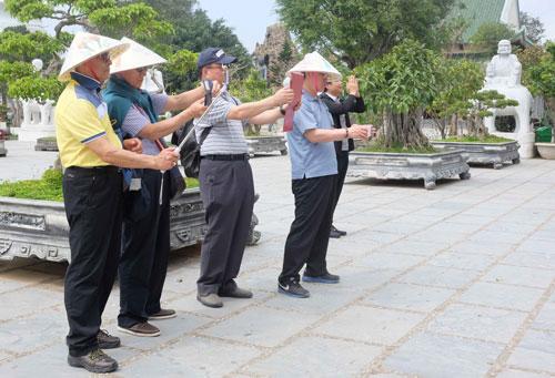 Du khách Trung Quốc tham quan bán đảo Sơn Trà, TP Đà Nẵng