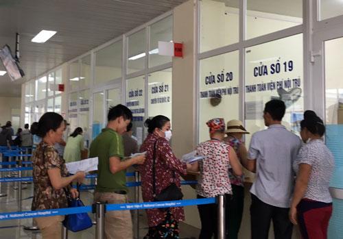 Người bệnh khó có thể hài lòng với thời gian khám bệnh chỉ 1-2 phút, trong khi phải chờ đợi cả giờ để làm xét nghiệm, chụp chiếu