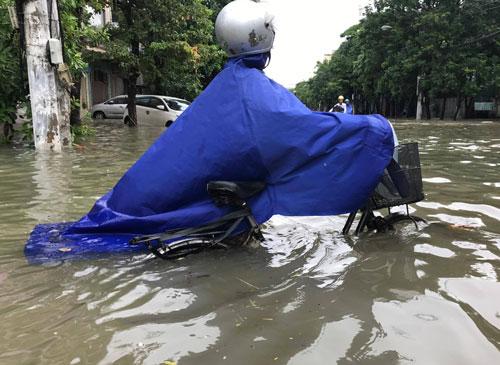 Bắc Trung Bộ khốn đốn vì mưa lũ - Ảnh 1.