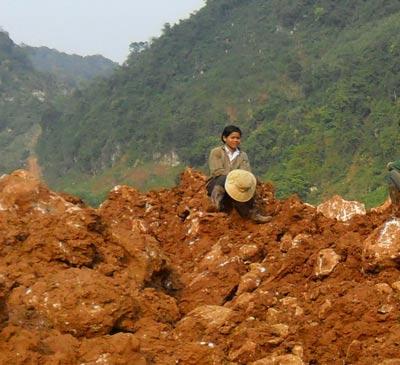 Người dân huyện Quỳ Hợp sống khổ cực ngay trên mỏ đá trắng, quặng thiếc