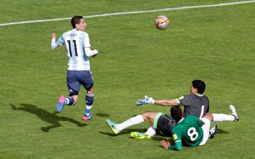 Vắng nhiều trụ cột hàng công, Di Maria không thể giúp Argentina tránh được thất bại trước Bolivia sáng 29-3 Ảnh: REUTERS