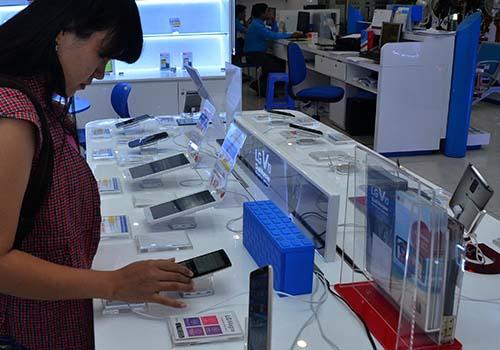 Xuất khẩu điện thoại các loại và linh kiện vẫn tăng trưởng mạnh Ảnh: Tấn Thạnh