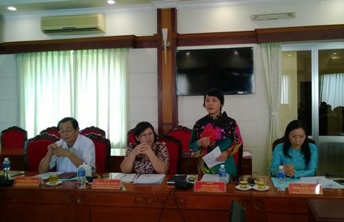 Bà Trần Kim Yến, Chủ tịch LĐLĐ TP HCM, nêu những khó khăn khi Công đoàn thực hiện quyền khởi kiện doanh nghiệp nợ BHXH
