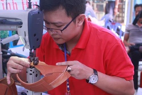 Làn gió mới cho nghề giày truyền thống - Ảnh 1.