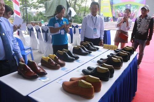 Làn gió mới cho nghề giày truyền thống - Ảnh 2.