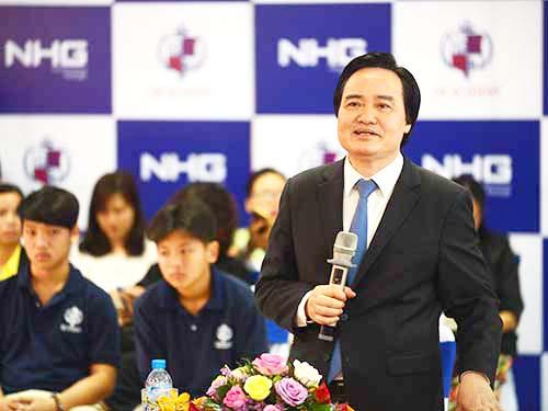 Bộ trưởng Bộ Giáo dục và Đào tạo Phùng Xuân Nhạ phát biểu chỉ đạo tại Trường Quốc tế Học viện Anh quốc