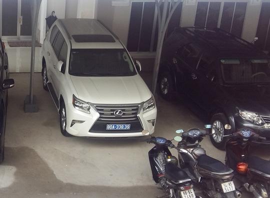 Một trong 2 chiếc xe sang Công ty Công Lý tặng cho tỉnh Cà Mau - Ảnh: Duy Nhân