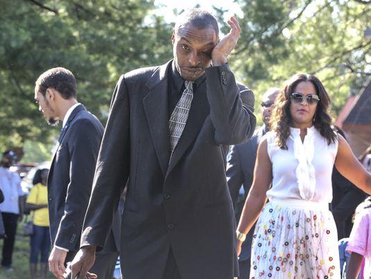 Muhammad Ali Jr, con trai của tay đấm huyền thoại Muhammad Ali, hôm 7-2 bị các quan chức nhập cư chất vấn và giam giữ hàng giờ. Ảnh: CJ File
